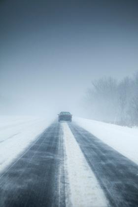 Winterreifenpflicht auf glatter Fahrbahn bei Eis und Schnee